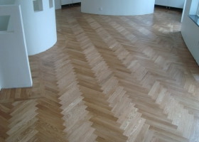 Solis strip parquet in ROSS Villa-Roger